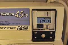 洗濯機はコイン式です。(2014-06-09,共用部,LAUNDRY,1F)