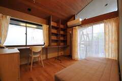 専有部の様子。掃き出し窓からはベランダに出られます。(206号室)(2014-02-06,専有部,ROOM,2F)
