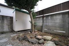 庭の様子2。(108号室)(2014-02-06,専有部,ROOM,1F)