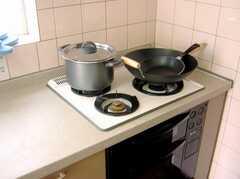 コンロは3つ口。本格的な料理もOK!(2007-07-17,共用部,KITCHEN,2F)