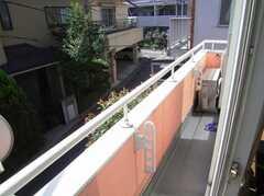 ドミトリーの様子6。201号室は日当たりの良いベランダ付き。(201号室)(2007-07-17,専有部,ROOM,2F)