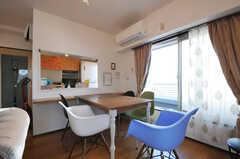掃き出し窓からはバルコニーへ出られます。(2012-11-21,共用部,LIVINGROOM,6F)