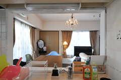 キッチンから見たリビングの様子。(2012-11-21,共用部,LIVINGROOM,6F)