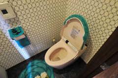 トイレの様子2。ウォシュレット付きです。(2012-11-21,共用部,TOILET,6F)