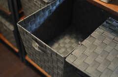 各部屋ごとに使用できるフタ付き収納ボックスの様子。(2013-04-15,共用部,KITCHEN,2F)