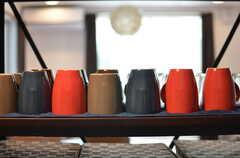 落ち着いたトーンのカップたち。(2013-04-15,共用部,KITCHEN,2F)