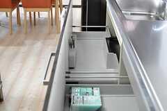 キッチンの収納の様子。(2014-05-01,共用部,KITCHEN,7F)
