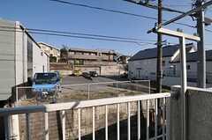 目の前は駐車場です。(201号室)(2013-02-28,専有部,ROOM,2F)