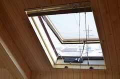 天窓も開閉できます。ブラインド付き。(301号室)(2013-02-28,専有部,ROOM,3F)