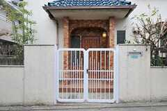 門扉の様子。(2012-04-03,共用部,OUTLOOK,1F)