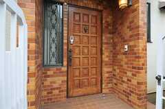 シェアハウスの正面玄関。(2012-04-03,周辺環境,ENTRANCE,1F)