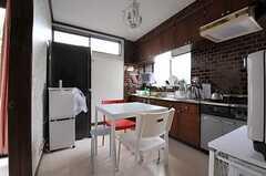 ダイニングキッチンの様子2。(2012-04-03,共用部,LIVINGROOM,1F)