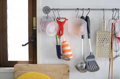 調理器具は引っ掛けて保管します。(2013-10-24,共用部,KITCHEN,3F)