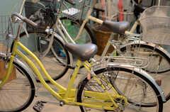 共用で使用できる自転車が2台用意されています。(2013-10-24,共用部,GARAGE,1F)