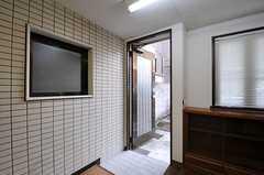 専用の玄関があるので、自転車などを室内に運べます。(102号室)(2011-03-20,専有部,ROOM,1F)
