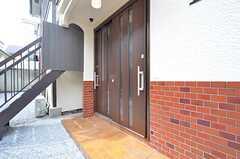 玄関ドアの様子。(2016-03-23,周辺環境,ENTRANCE,1F)