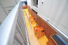 ベランダから下を見るとテラスが。(202号室)(2013-10-15,専有部,ROOM,2F)