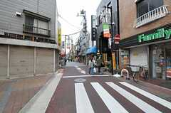 駅前から続く商店街の様子。(2012-09-25,共用部,ENVIRONMENT,1F)