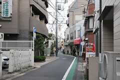 シェアハウスから京王井の頭線・駒場東大前駅へ向かう道の様子。(2014-03-31,共用部,ENVIRONMENT,1F)