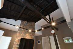 天井が抜けていて、とても高いです。(2017-06-28,共用部,LIVINGROOM,2F)