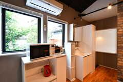 キッチン家電の様子。炊飯器が設置される予定です。(2017-06-28,共用部,KITCHEN,2F)