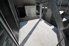 玄関前のスペース。グリーンを育てたり多目的に使えます。(101号室)(2014-03-25,共用部,OTHER,1F)