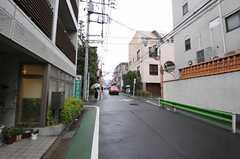 シェアハウスから東急東横線・祐天寺駅へ向かう道の様子。(2011-03-22,共用部,ENVIRONMENT,1F)
