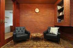 壁の一部はレンガです。(2014-03-14,共用部,LIVINGROOM,1F)