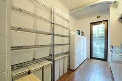 各部屋2つずつボックスが使えます。冷蔵庫は3台。(2014-03-14,共用部,KITCHEN,1F)