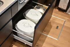シンク下の引き出しには炊飯器が収納されています。(2018-07-20,共用部,KITCHEN,1F)