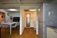 正面にバスルームがあります。脱衣スペースはカーテンで仕切られるそう。(2016-09-30,共用部,OTHER,1F)
