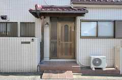 シェアハウスの正面玄関。(2011-10-28,周辺環境,ENTRANCE,1F)