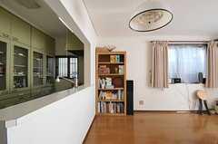 リビングの隅にも棚があります。(2011-10-28,共用部,LIVINGROOM,1F)