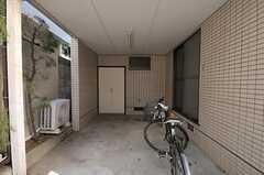 自転車置き場の様子。(2011-10-28,共用部,GARAGE,1F)