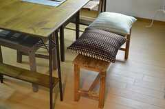 木製のベンチ。(2012-11-22,共用部,LIVINGROOM,3F)