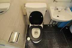 トイレの様子。(101号室)(2012-09-13,専有部,ROOM,1F)