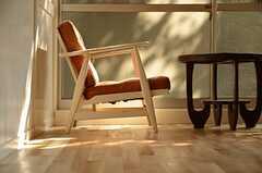 座面が広く、形の良いソファ。(102号室)(2012-09-13,専有部,ROOM,1F)