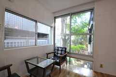 大きな窓もポイント。(207号室)(2012-09-13,専有部,ROOM,2F)
