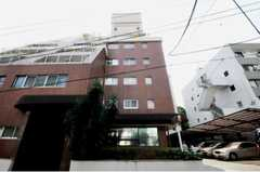 マンションの外観。1室がシェアハウスです。(2010-09-21,共用部,OUTLOOK,1F)