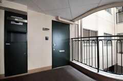 シェアハウスの正面玄関。(2010-09-21,周辺環境,ENTRANCE,2F)