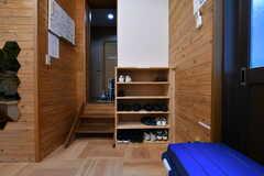 リビングには靴箱が設置されています。(2018-08-07,共用部,LIVINGROOM,1F)