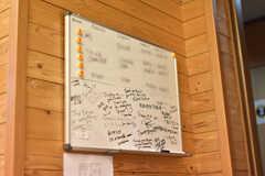 壁にかけられたコミュニケーションボードの様子。(2018-08-07,共用部,LIVINGROOM,1F)