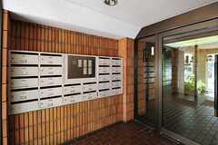 マンションの集合ポストの様子。木製で可愛らしい。(2012-07-30,周辺環境,ENTRANCE,1F)