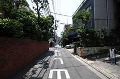 東京メトロ南北線・六本木一丁目駅からシェアハウスへ向かう道の様子3。(2012-07-30,共用部,ENVIRONMENT,1F)