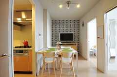 リビングの様子。右手奥から2601、2602号室、左手にキッチンがあります。(2012-05-31,共用部,LIVINGROOM,26F)