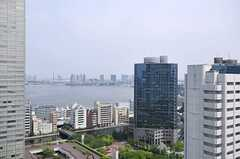 奥にレインボーブリッジや大観覧車、某TV局のビルを望めます。(2601号室)(2012-05-31,専有部,ROOM,26F)