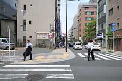 各線・浜松町駅からシェアハウスへ向かう道の様子。(2012-05-31,共用部,ENVIRONMENT,1F)