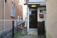 シェアハウスの玄関の様子。(2013-12-11,周辺環境,ENTRANCE,1F)