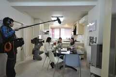 ニュース番組取材時の運営事業者さん達の様子。(2009-02-15,共用部,OTHER,2F)