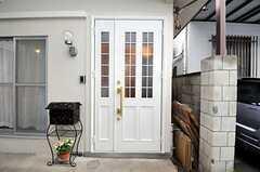 シェアハウスの正面玄関。(2010-12-22,周辺環境,ENTRANCE,1F)